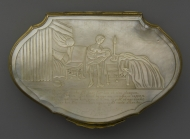 Snuff box with mother-of-pearl lid