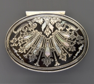 Chic snuff box