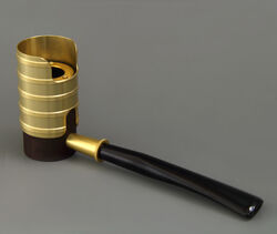 Tsuge with gold windshield