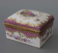 Snuff box in Meissen manner